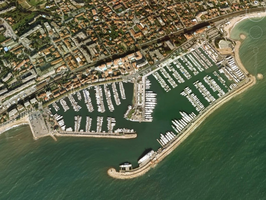 Berth For Yacht proposes moorings in Port camille Rayon in Golfe-Juan